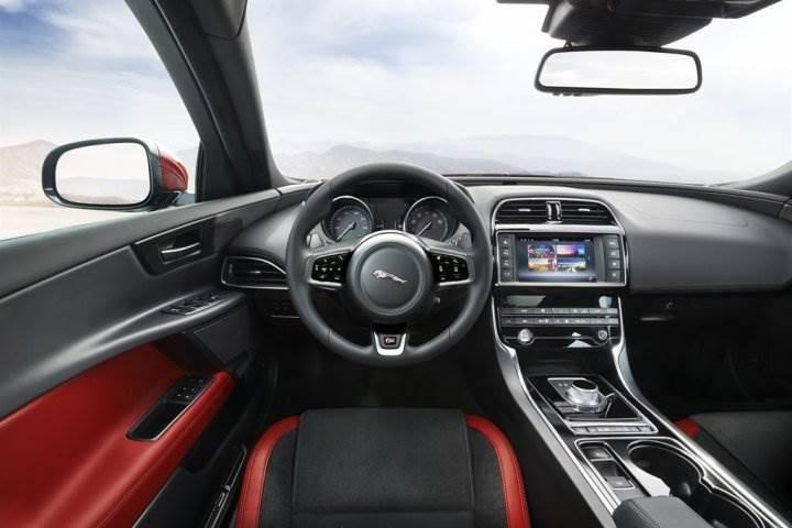Jaguar XE_005