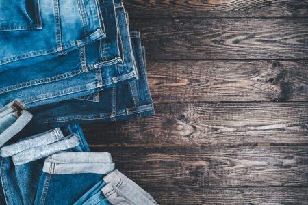 Jeans im Sommer, so trägt man diese